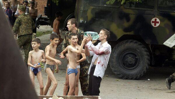 Спасенные заложники, пострадавшие во время теракта в г.Беслане - Sputnik Italia