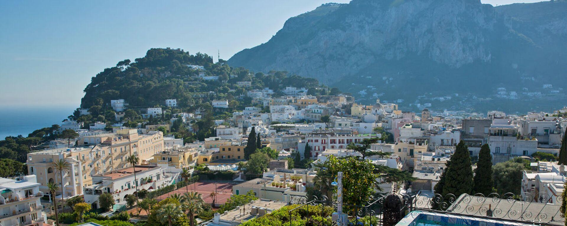 La vista dall'albergo Capri Tiberio Palace a Capri, Italia. - Sputnik Italia, 1920, 16.04.2021