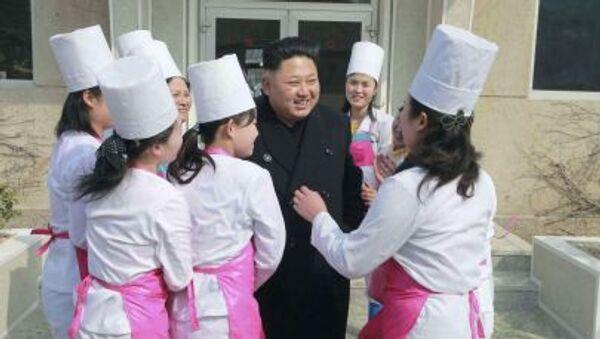 Il leader della Corea del Nord Kim Jong Un durante la visita all'unità 1016 dell' aeronautica dell'Esercito Popolare della Corea del Nord - Sputnik Italia