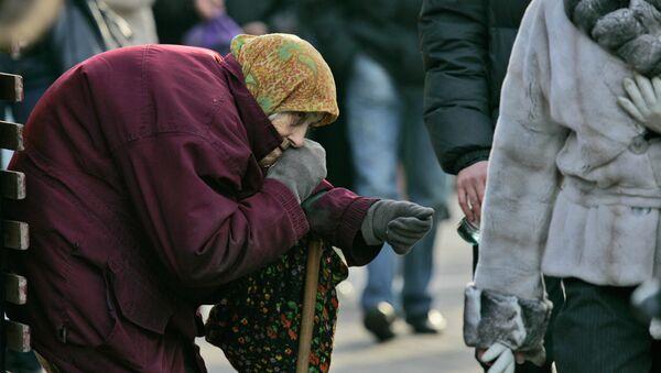 Crisi economica ucraina, mendicante in centro a Kiev - Sputnik Italia