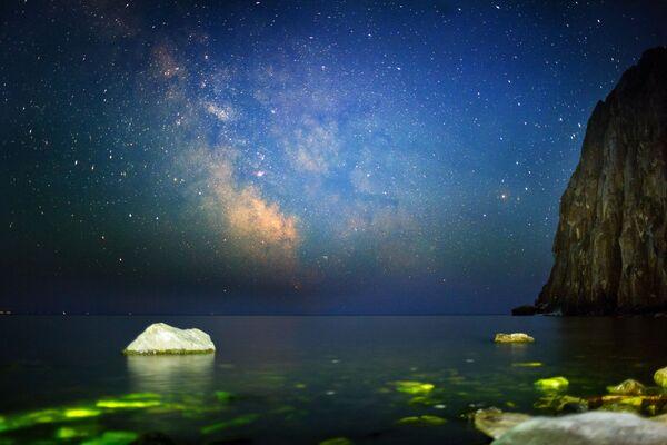 Il cielo notturno dalla baia Sagan-Zaba del lago Bajkal - Sputnik Italia