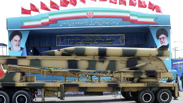 Missiles are displayed by the Iranian army in a military parade marking National Army Day - Sputnik Italia