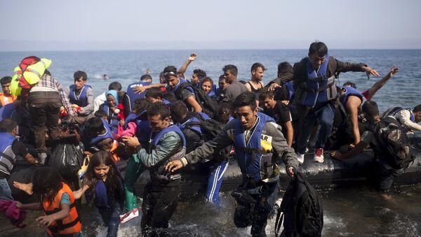 Migranti in arrivo all'isola greca di Lesbo - Sputnik Italia
