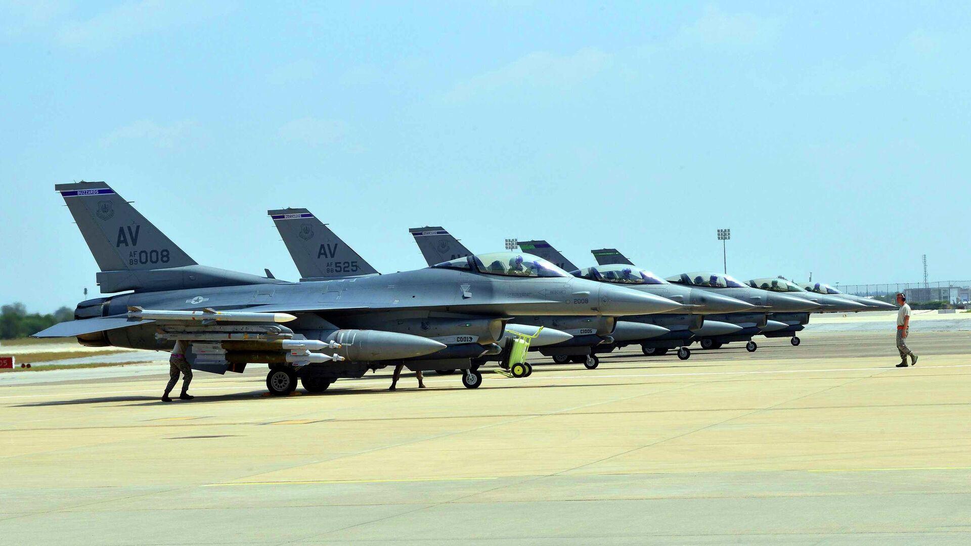 Gli aerei  US Air Force F-16 Fighting Falcons sono situati alla base miltare ad Aviano   - Sputnik Italia, 1920, 03.06.2021