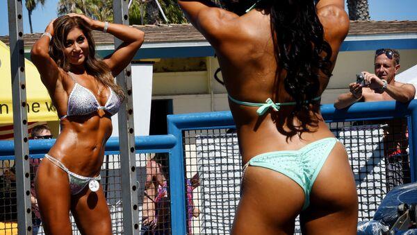 Ragazze sulla spiaggia - Sputnik Italia