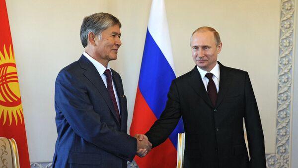 Il presidente del Kirghizistan Almazbek Atambayev e il presidente della Federazione Russa Vladimir Putin - Sputnik Italia
