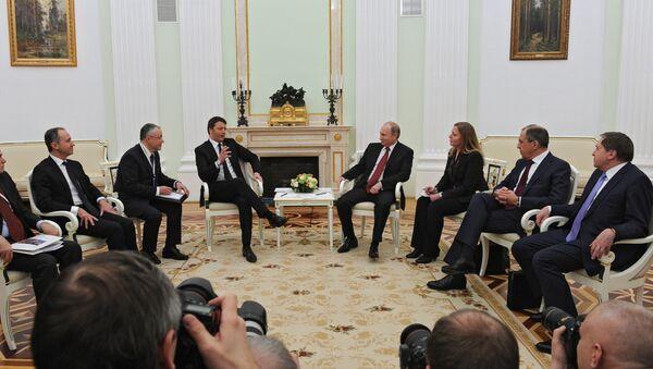Премьер-министр Италии Маттео Ренци и президент России Владимир Путин в Кремле - Sputnik Italia
