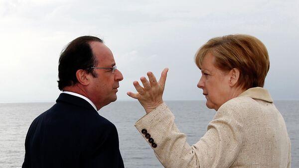 Francois Hollande ed Angela Merkel - Sputnik Italia
