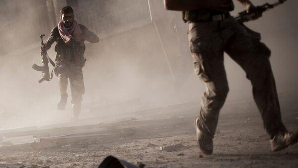 Солдаты сирийской армии во время боевых действий в городе Алеппо - Sputnik Italia
