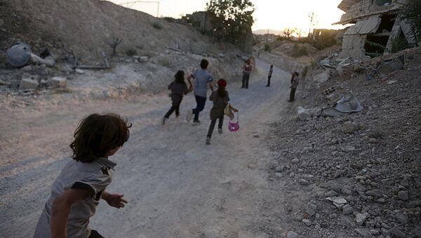 I bambini in una città occupata dai combattenti vicino a Damasco - Sputnik Italia