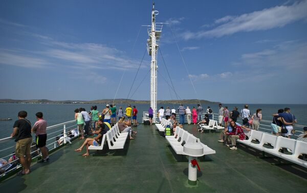 Un traghetto in navigazione sullo stretto di Kerch - Sputnik Italia