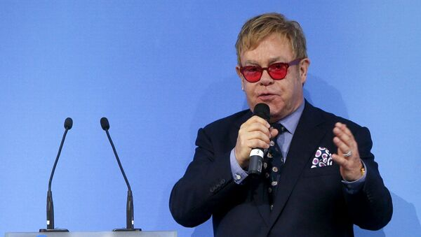 British singer Elton John delivers a speech at the 12th Yalta European Strategy Annual Meeting in Kiev, Ukraine, September 12, 2015 - Sputnik Italia