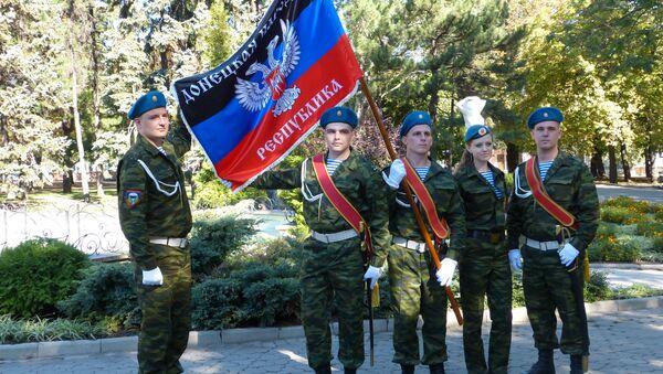 Partecipanti alla parata militare a Donetsk - Sputnik Italia