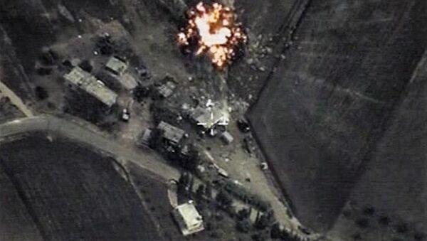 Raid aereo russo contro ISIS in Siria - Sputnik Italia