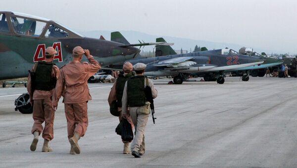 Il personale tecnico nella base aerea Hmeimim in Siria dove si trovano gli aerei russi. - Sputnik Italia