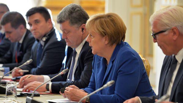 Angela Merkel e Petr Poroshenko - Sputnik Italia