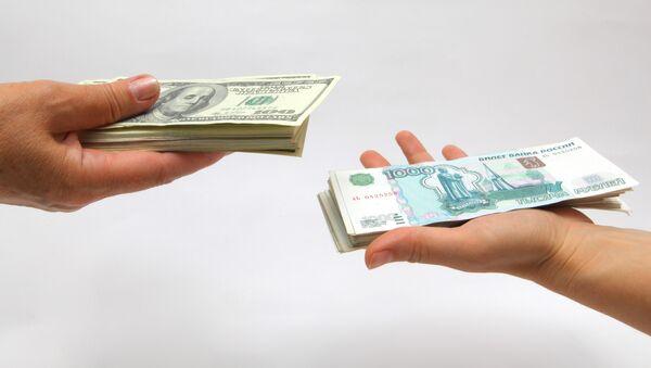Rubli e dollari USA - Sputnik Italia