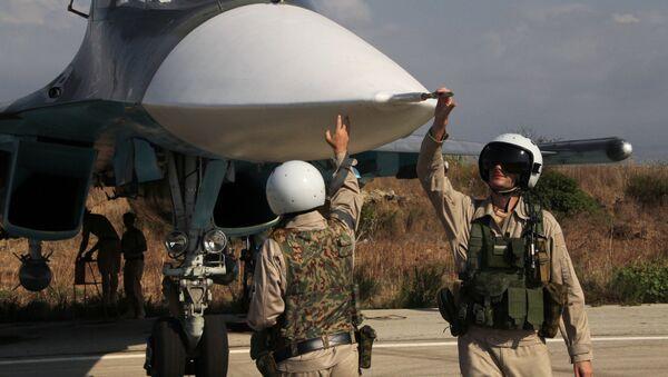 I piloti del Su-34 alla base di Hmeimim in Siria (video) - Sputnik Italia