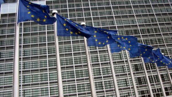 Флаги ЕС на здании Еврокомиссии - Sputnik Italia