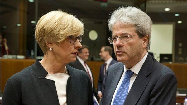 Il Ministro Pinotti con il Ministro degli Esteri Paolo Gentiloni - Sputnik Italia