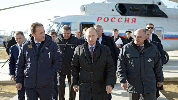 Il presidente Putin durante l'ispezione al cosmodromo Vostochny - Sputnik Italia