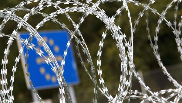 Filo spinato al confine ungherese - Sputnik Italia