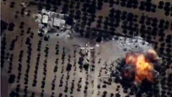 I caccia russi annientano l'ISIS dal cielo - Sputnik Italia