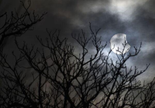 Un'altra suggestiva immagine dell'eclisse solare da Bridgewater, nel sud ovest dell'Inghilterra. - Sputnik Italia
