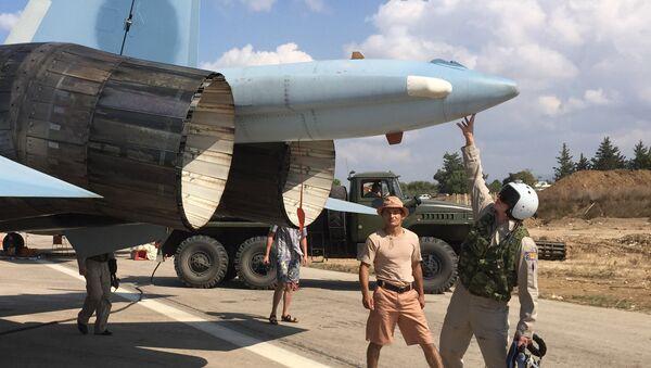 Caccia russo Su-30 alla base di Hmeimim in Siria - Sputnik Italia