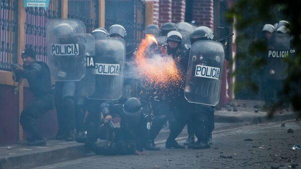 Отряд полиции во время вооруженных столкновений с жителями города Эль Лимон в Никарагуа - Sputnik Italia