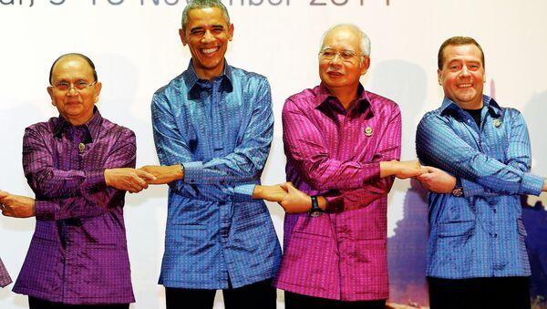 Il premier cinese Li Keqiang, il presidente della Birmania Thein Sein, il presidente USA Barack Obama, il premier malese Najib Razak ed il premier russo Dmitry Medvedev - Sputnik Italia