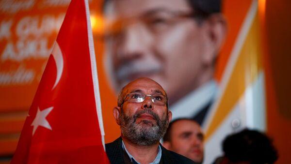 Sostenitori del Partito Giustizia e Sviluppo di Erdogan, Turchia - Sputnik Italia