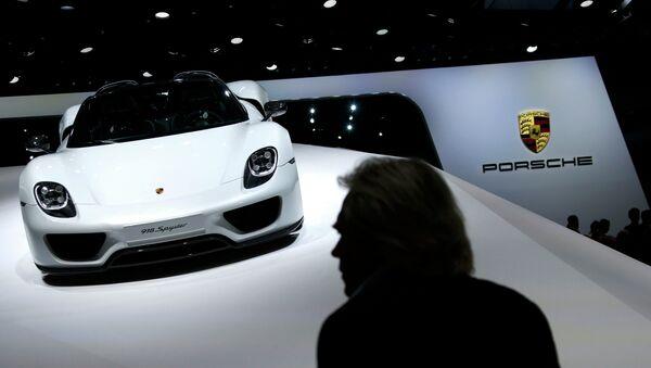 A Porsche 918 Spyder is presented during the media day at the Frankfurt Motor Show (IAA) in Frankfurt, Germany September 15, 2015 - Sputnik Italia