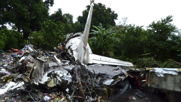 The scene of a cargo airplane that crashed after take-off near Juba Airport in South Sudan November 4, 2015 - Sputnik Italia