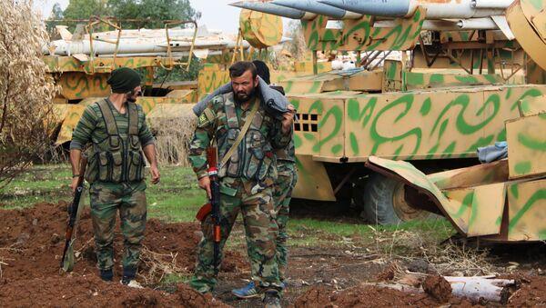 I soldati dell'esercito siriano nel villaggio di as-Sayh Miskin. - Sputnik Italia