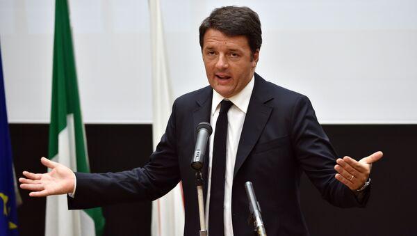 Italian Prime Minister Matteo Renzi delivers a speech at the Tokyo University of Arts in Tokyo on August 3, 2015 - Sputnik Italia