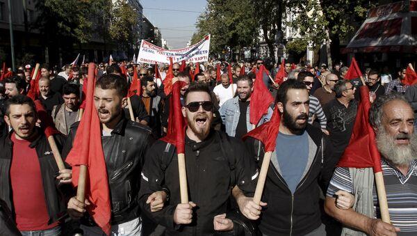 I manifestanti durante lo sciopero ad Atene il 12 novembre. - Sputnik Italia