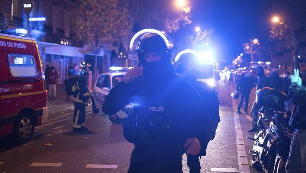 Elite police officers arrive outside the Bataclan theater in Paris, France, Wednesday, Nov. 13, 2015. - Sputnik Italia