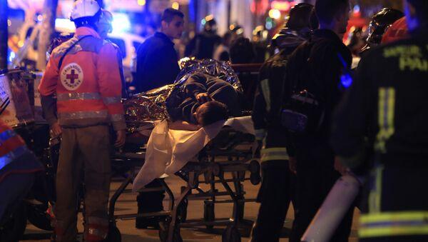 Parigi, soccorritori al teatro Bataclan - Sputnik Italia