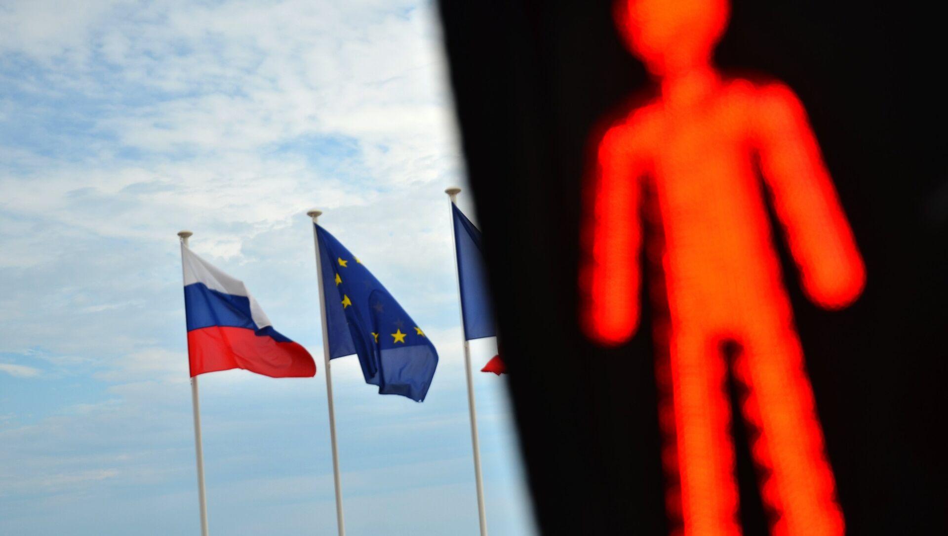 Bandiere dell'UE e della Russia. - Sputnik Italia, 1920, 02.03.2021
