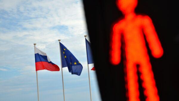 Bandiere dell'UE e della Russia. - Sputnik Italia
