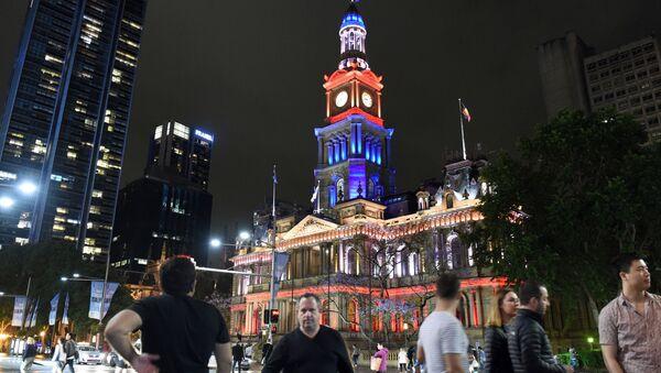 Il municipio di Sydney, Australia. È stata illuminata anche la celebre Opera House. - Sputnik Italia