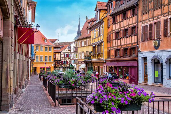 Una strada della città francese di Colmar. - Sputnik Italia
