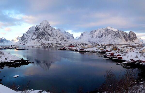 La veduta sul villaggio di Reine, Norvegia. - Sputnik Italia