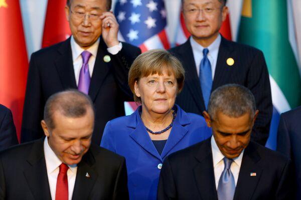 Il presidente turco Recep Tayyip Erdogan, il cancelliere tedesco Angela Merkel, il presidente degli USA Barack Obama al vertice G20 in Turchia. - Sputnik Italia