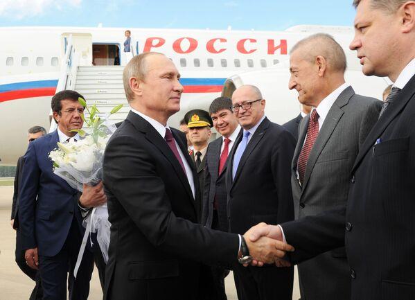 Il presidente russo Vladimir Putin durante l'incontro nell'aeroporto in Turchia. - Sputnik Italia