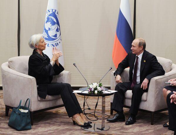 Il direttore operativo del FMI Christine Lagarde e il presidente russo Vladimir Putin a margine del vertice del G20 ad Antalya, in Turchia. - Sputnik Italia