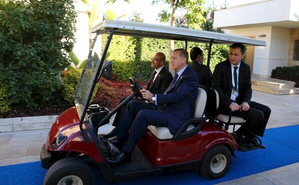 Il presidente turco Recep Tayyip Erdogan prima dell'inizio del vertice G20 in Turchia. - Sputnik Italia