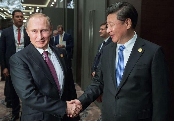 Il presidente russo Vladimir Putin e il presidente della Repubblica popolare cineseal vertice G20 in Turchia. - Sputnik Italia