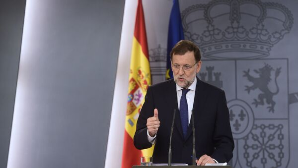 Spain's Prime Minister Mariano Rajoy gestures during a press conference following the results of the regional election in Catalonia at Moncloa palace in Madrid on September 28, 2015 - Sputnik Italia